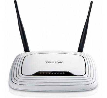 TP-LINK WIRELESS N ROUTER 300Mbps.